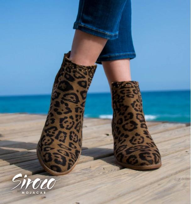Sapatilha aberta imitação leopardo com salto baixo