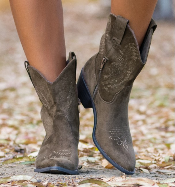 Taupe brown texan boots with embroidery