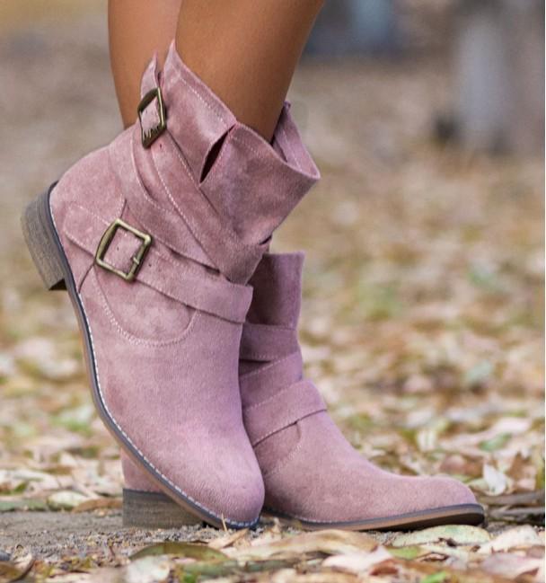botas de cowboy rosa com salto baixo e fivelas