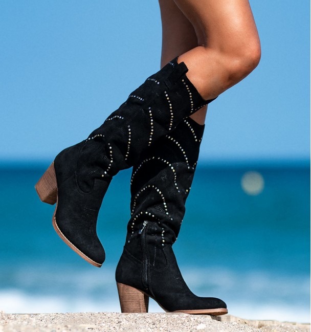 Mid-top women boots with heels and studs Everest
