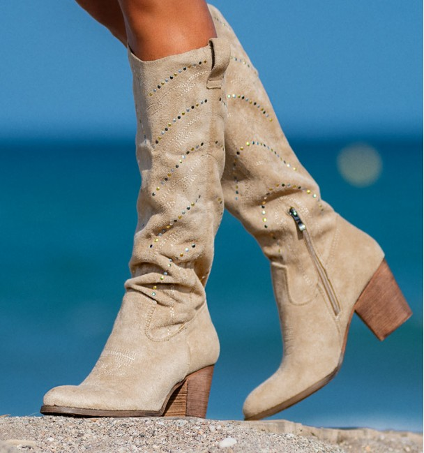 beige boot with studs and heel Everest