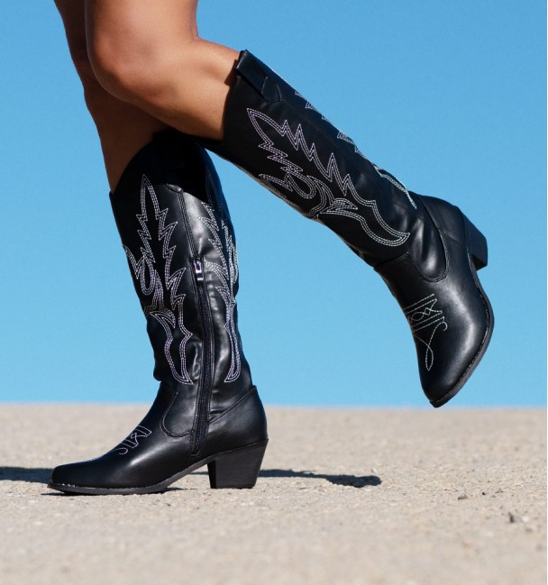 Black Boots Savannah